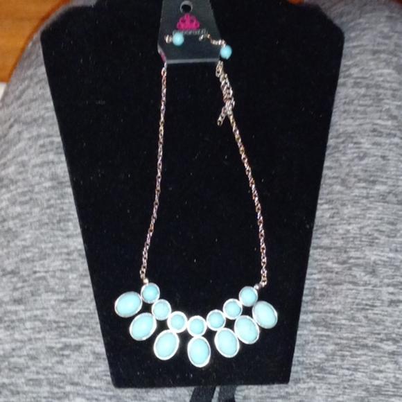 Paparazzi  necklace 2 pc set